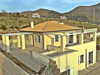 Villa, Itri, in nuova costruzione