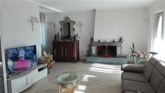 Villa, Caniparola, Fosdinovo, ristrutturata