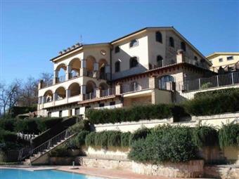 Villa, Trevignano Romano, ristrutturata