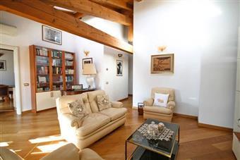 Attico, B.go S. Caterina Zona Suardi, Bergamo, ristrutturato