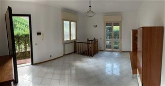 Appartamento in Via Dei Gelsi, Centro, Massa