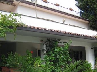 Villa, Anguillara Sabazia, in ottime condizioni