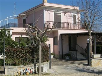 Villino, Colle Cavaliere, Lanuvio, in ottime condizioni