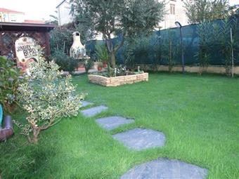 Villa a schiera, Periferia, Massa, in ottime condizioni