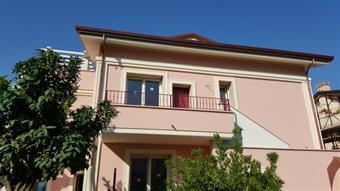 Appartamento indipendente in Via Lungofrigido Di Ponente, Marina Di Massa, Massa
