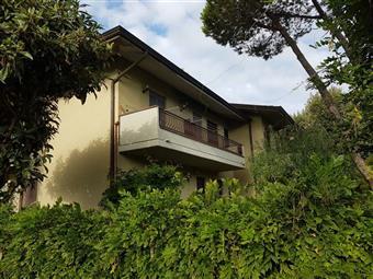 Trilocale in Via Fivizzano, Marina Di Massa, Massa