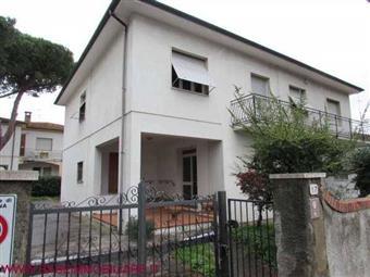 Casa singola in Viale Guglielmo Marconi, Cecina