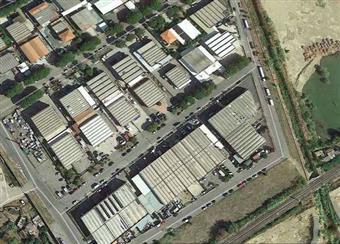 Locale commerciale in Via San Pietro In Palazzi 24, Cecina