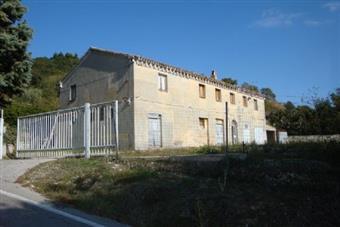 Colonica, Casine Di Paterno, Ancona, da ristrutturare