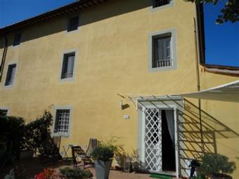Colonica, Lucca, in ottime condizioni
