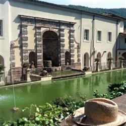 Tenuta-Complesso, Lucca, in ottime condizioni