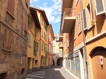 Casa semi indipendente, Centro Storico, Reggio Emilia, da ristrutturare