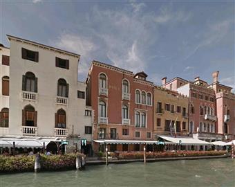 Casa semi indipendente, Cannaregio, Venezia, da ristrutturare