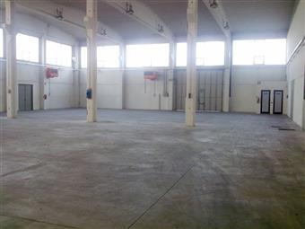 Capannone industriale in Caorsana, S. Lazzaro, Piacenza