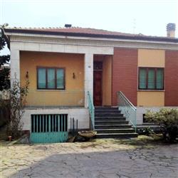Villa in Via Locati, Infrangibile, Piacenza