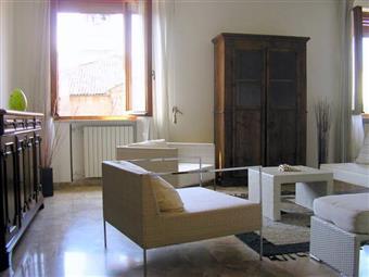 Quadrilocale in Stradone Farnese 2h, Centro Storico, Piacenza