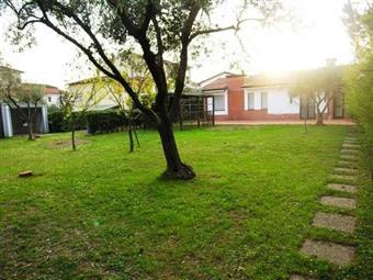Villa a schiera, San Vito, Lucca, abitabile