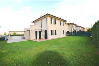 Villa a schiera, Picciorana, Lucca, in ottime condizioni