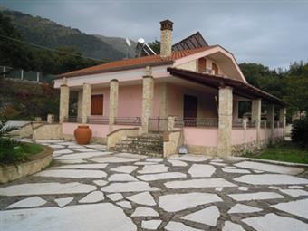 Villa, Formia, in ottime condizioni