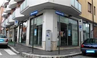 Locale commerciale in Via Vittorio Veneto, Avezzano