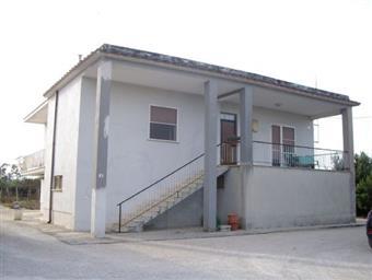 Casa singola, Periferico, Latina, ristrutturata