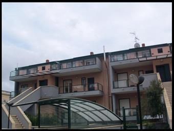 Casa semi indipendente in Via Santa Sofia, Zona Di Prestigio, Catania