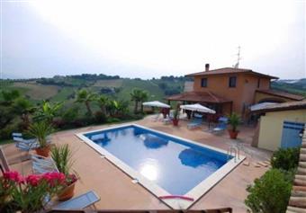 Villa in Contrada Ferretti, Pescolla, Castorano