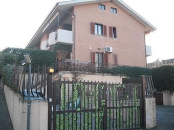 Trilocale in Via Casilina, Laghetto, Montecompatri