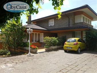 Villa in Via Trevignano, Quadroni, Manziana