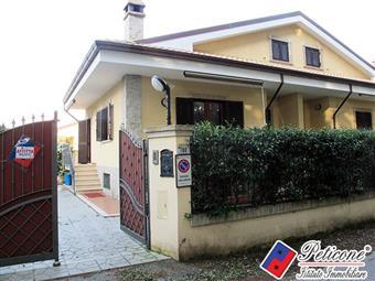 Villino in Via Salto, Fondi