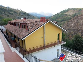 Villino in Via Provinciale Per Lenola, Lenola