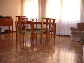 Trilocale in Borgo Marodolo 2, Parma Centro, Parma