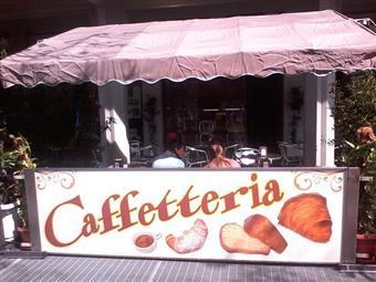 Attività commerciale in Via Emilia Ovest, Centro Storico, Modena