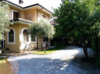 Villino in Via Fosdinovo, Marina Di Massa, Massa