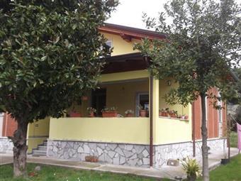 Villino in Via Delle Pinete, Marina Di Massa, Massa