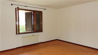 Appartamento in Via Piave, Querceta, Seravezza
