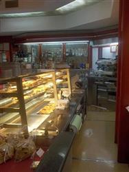 Locale commerciale in Viale Xx Settembre, Avenza, Carrara