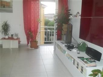 Appartamento in Via Bertoloni, Marina Di Carrara, Carrara
