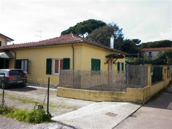 Casa singola in Via Del Casone, Marina Di Massa, Massa
