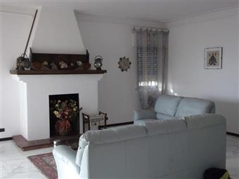Appartamento in Via Delle Pinete, Marina Di Carrara, Carrara