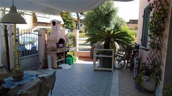Villa in Via Marina Vecchia, Periferia, Massa