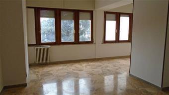Appartamento in Via Francesco Crispi, Centro, Massa