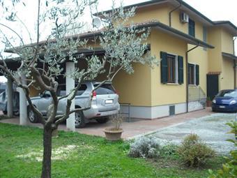 Villino in Via Calatela Al Mare, Marina Di Massa, Massa