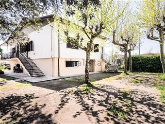 Casa singola in Via Delle Pinete, Marina Di Massa, Massa
