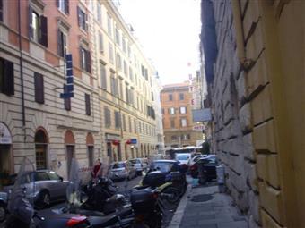 Trilocale in Via Calatafimi, Centro Storico, Roma