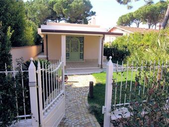 Villa in Via Mazzini, Vittoria Apuana, Forte Dei Marmi