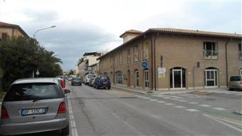 Locale commerciale in Via Colombo, San Benedetto Del Tronto
