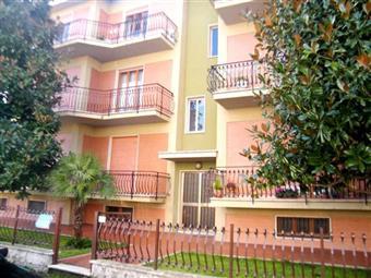 Appartamento in Piazza Ruggeri, Monte Roberto