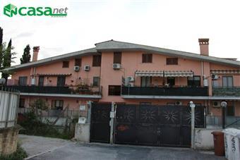 Trilocale in Via Garibaldi, Villanova, Guidonia Montecelio