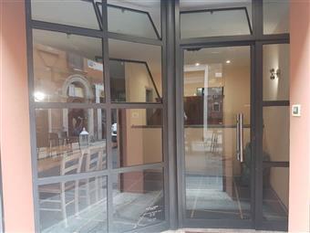 Locale commerciale in Via Saraceno, Centro Storico, Ferrara